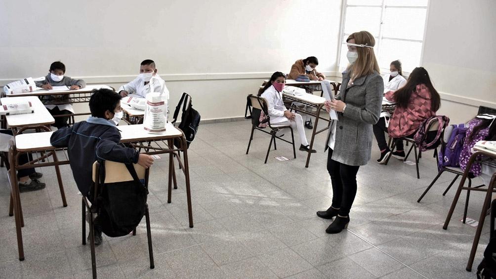Lo dispuso el Gobierno de Axel Kicillof. Con nuevos protocolos, podrán asistir todos los alumnos juntos.